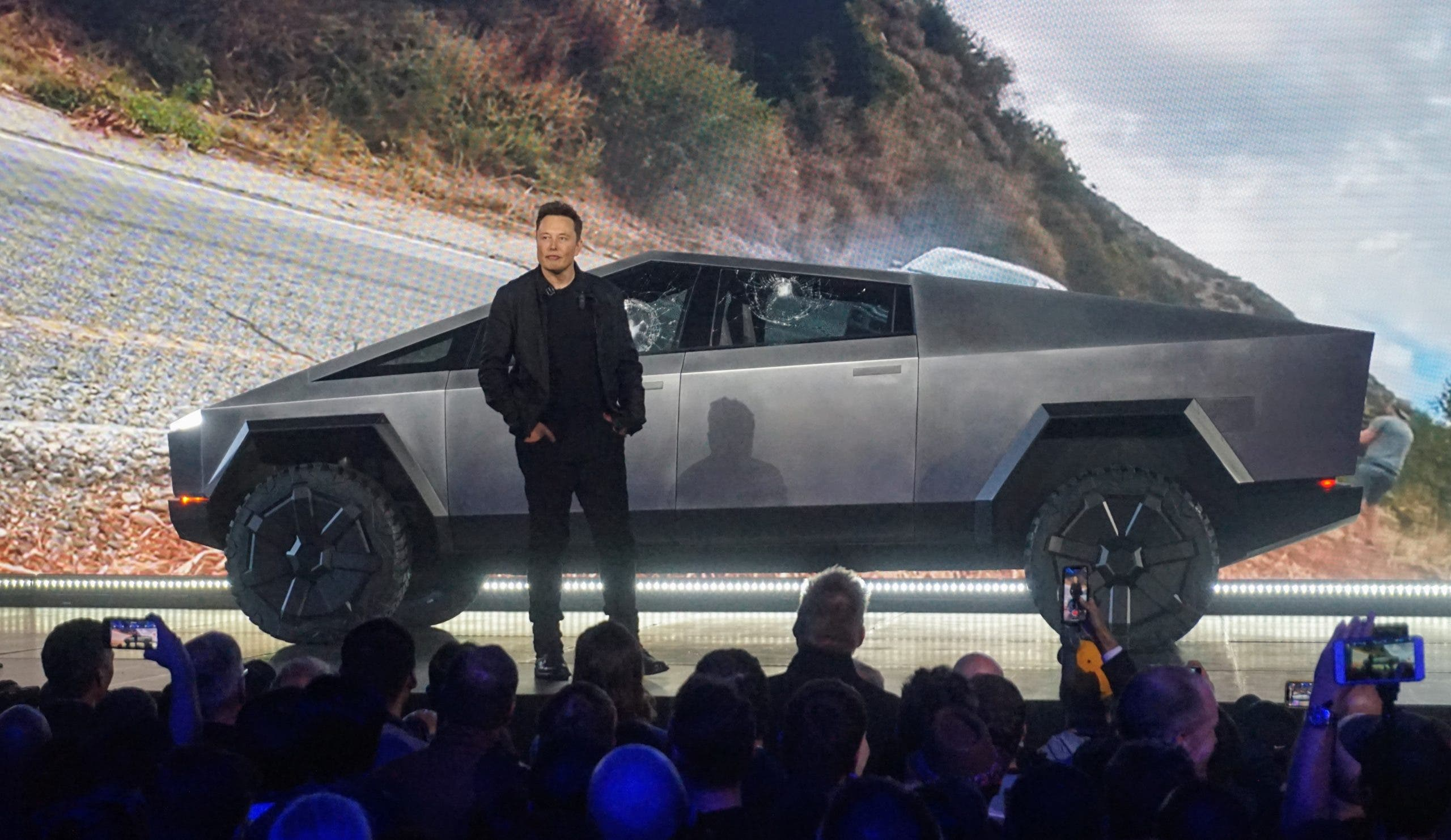 Elon Musk Uses Economies of Scale & Vertical Integration to Revolutionize Auto Industry