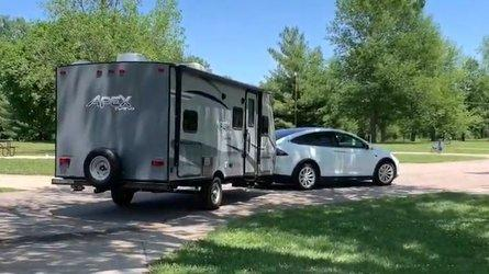 Tesla Model X & Camper: Long-Distance Towing To The Middle Of Nowhere