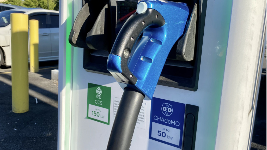 Electrify America hardware with CCS and CHAdeMO - Hood River, Oregon - July 2020