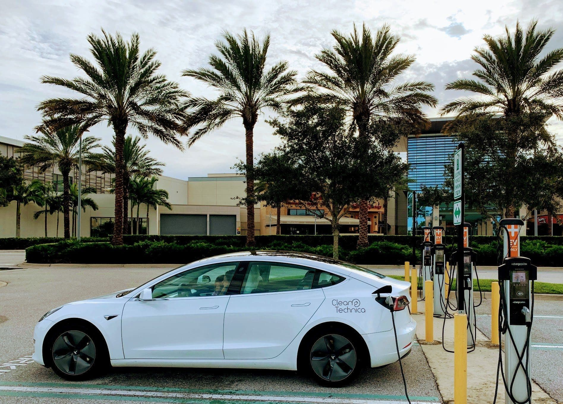 US Tesla Sales Up 22% In 3rd Quarter, US Auto Sales Down 9%